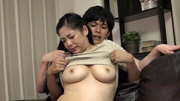 よく泊まりに来る母親の女友達が見事な巨尻なのでなんとかしてハメたい(6)